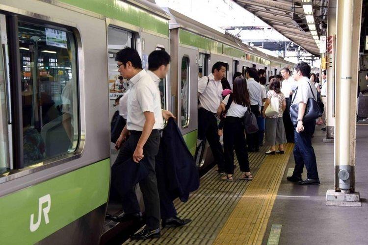 Ilustrasi suasana di stasiun kereta api Jepang| Sumber: AFP via Kompas.com