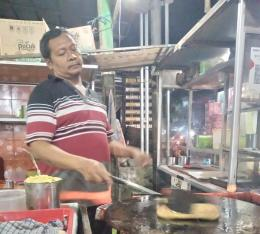 Proses penggorengan martabak Mesir / dokpri