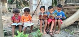 Anak-anak membaca dengan semangat   Dok Inspirasian