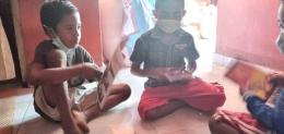 Anak-anak membaca dengan bahagia   dok Inspirasiana