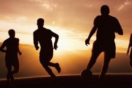 Pertandingan sepakbola, memicu jantung bekerja lebih keras (foto via kompas.com)