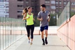 Berolahraga dengan gembira (foto via kompas.com)