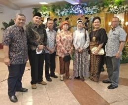 Wartawan Senior Uki M Kurdi, paling kiri dalam sebuah resepsi perkawinan di Jakarta bulan Mei 2019(Dok-ABH)