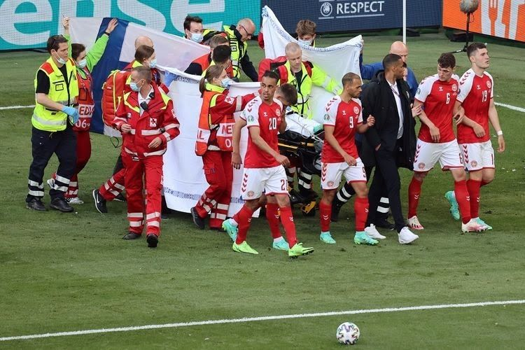 Cristian Eriksen saat terkena serangan jantung di menit ke 43 saat pertandingan Denmark vs Finlandia Uero 2020, (sumber foto: www.kompas.com)
