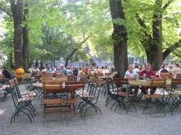 Sebuah beer garden di Munich-Jerman. Sumber: www.pxhere.com