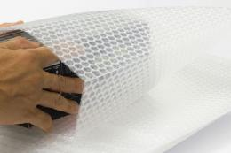 Plastik sisa atau plastik bekas dari belanja online (Sutterstock via kompas.com)