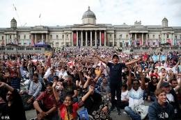 Atmosfer Fan Zone di Trafalgar Square-London. Sumber: PA / www.dailymail.co.uk