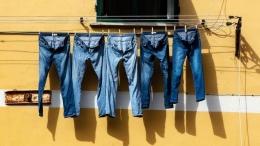 Sumber: https://www.liputan6.com/global/read/4583593/viral-celana-jeans-motif-ngompol-dijual-rp-1-juta-minat-beli