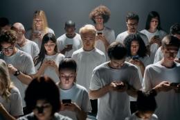 Bermedia sosial perlu juga paham literasi teknologi (foto ilustrasi: pexels.com)