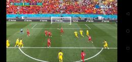 Tiga pemain Ukraina gagal menahan bola pantul. Screenshot MOLA tv