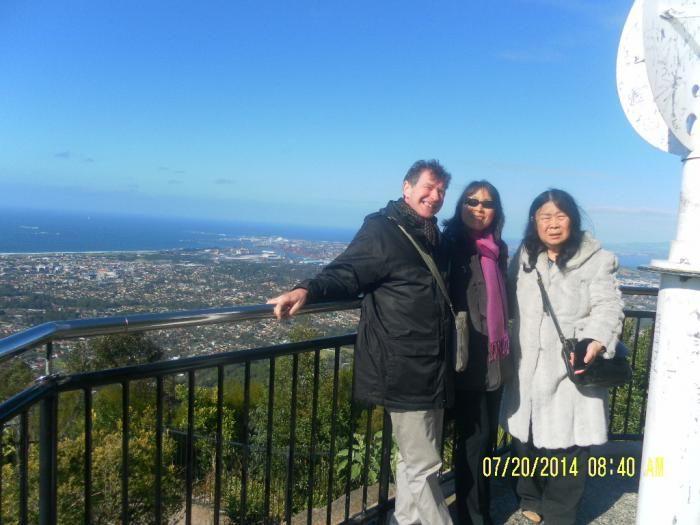 berfoto di Mount Keira dengan latar belakang kota Wollongong (dok pribadi)