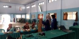 proses pelatihan hamper menggunakan hijab segi empat / dokpri