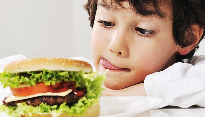 Bahaya Anak Terlalu Sering Mengkonsumsi Junk Food (Source: bestmom)