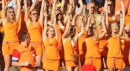 Suporter wanita Belanda. Bola. Okezone.com