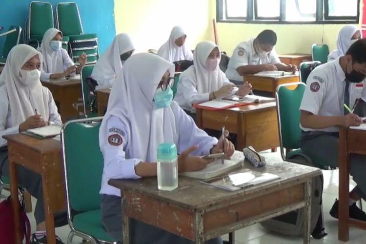 Di luar prestasi akademik siswa, sebenarnya ada pencapaian prestasi yang lebih sulit diraih dan nilainya sangat mahal (foto: kompas.com/Junaedi)