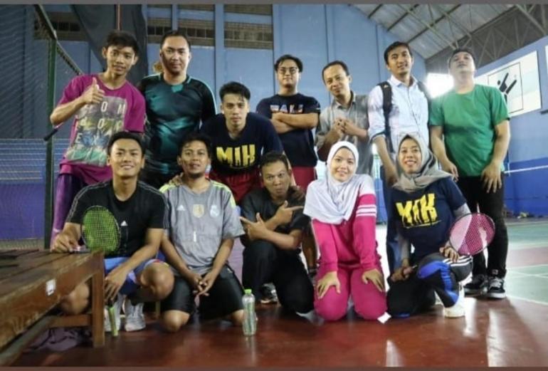 Olahraga badminton bersama teman kuliah Magister Ilmu Komunikasi UGM (dok.pribadi)