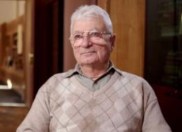 Yuri Oganessian pada 14 April 2017 (usia 88 tahun), sumber: https://en.wikipedia.org/wiki/Yuri_Oganessian#/media/File:Yuri_Oganessian.jpg