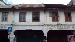 Bangunan tua yang ada di kawasan Peunayong, sumber gambar : liza-fathia.com.