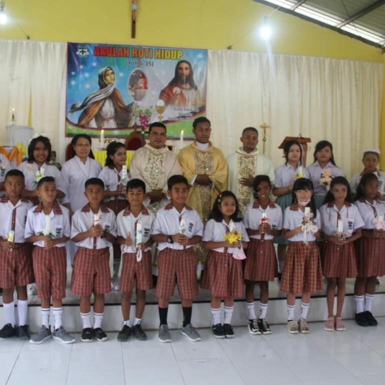 foto.dok.pribadi/Setelah Misa Penerimaan Komuni Kudus di Bakal Paroki Kuneru