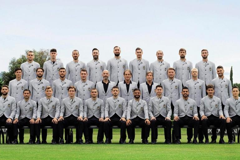 Pasukan Italia di Euro 2020 dengan seragam formal rancangan Armani. (Sumber: Highsnobiety Online)