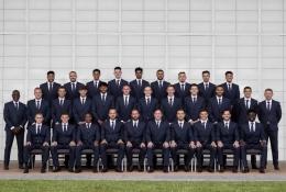 Tim nasional Inggris dengan setelan keluaran M&S. (Sumber: The Sun Online)