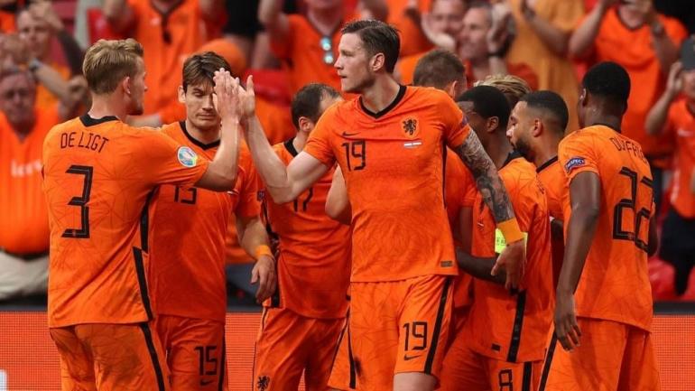Belanda merayakan gol ke gawang Austria. (via bbc.co.uk)