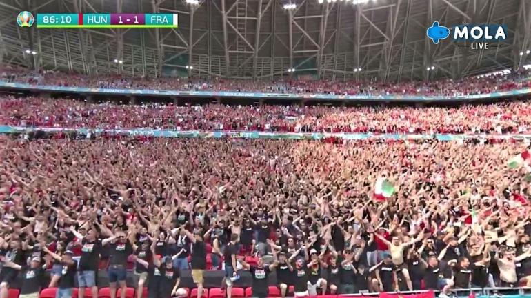 Penonton memenuhi tribun di Puskas Arena saat laga Hungaria Vs Prancis. (Tangkapan layar Mola TV)