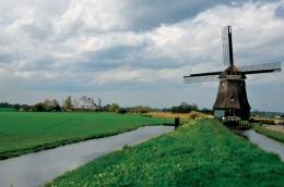 Kincir angin pemompa air, teknologi terawal yang dimanfaatkan oleh Belanda untuk mengeringkan daerah rawa dan membuat polder. Credit: Henk Monster