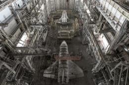 Pesawat ulang-alik Soviet yang ditinggalkan di hanggar berpuluh tahun dan tidak terawat: Sumber gambar: David de Rueda/cnn.com (2017)