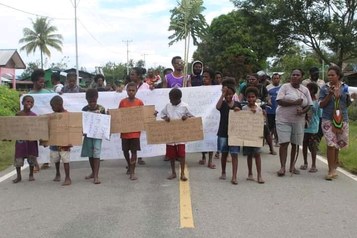 Tampak Warga Melakukan Aksi Demo di Salah Satu Distrik Kabupaten Tambrauw Beberapa Waktu Lalu/Dokpri