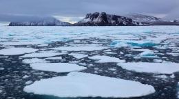 Pencairan es kutub menyebabkan kenaikan muka air laut akibat dari pemanasan global. Credit: McGill University.