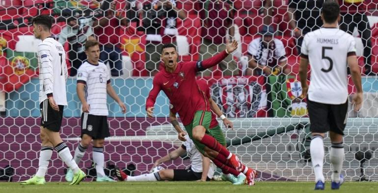 Eskpresi Ronaldo usai mencetak gol pertama Portugal ke gawang Jerman. Portugal akhirnya kalah 2-4 dari Jerman. Meski kalah, Ronaldo kembali mencuri perhatian publik/Foto: https://securykid.com/(Matias Schroeder / Pool / AP photo).