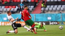 Cristiano Ronaldo mencetak gol perdana bagi Portugal. Indosport.com