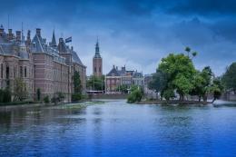 Salah satu sungai di sudut kota di Netherlands yang senantiasa tergenang air. Credit: TheCultureTrip.com