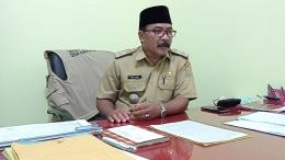 Gambar 1.2 Supaadi, SE Kepala Desa Asrikaton ketika diwawancarai pada (15/06)