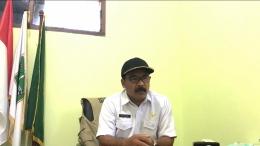 Gambar 1.3 Wawancara dengan Supaadi, SE Kepala Desa Asrikaton pada (16/06)
