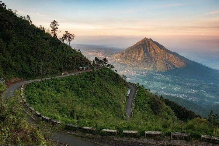 Potret keindahan Banyubiru; Gunung Telomoyo dan Rawa Pening