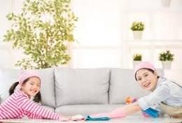 contoh kegiatan mengajarkan anak melakukan pekerjaan rumah. sumber: hellosehat.com