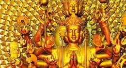 Patung Buddha yang berharga dengan 1.000 mata dan 1.000 tangan berdiri di Pagoda Long Son, sebuah kuil di Nha Trang, Vietnam. Sang Buddha digambarkan sedang memegang berbagai benda suci, termasuk gulungan dan bunga teratai putih. Patung ini sepenuhnya tertutup lapisan emas murni, dan menarik ratusan pemuja dari seluruh dunia. Sumber: buku Periodic Table Book - A Visual Encyclopedia, hlm. 98-99.
