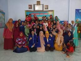 Peserta KKN Desa Juwet Universitas Negeri Malang beserta Guru,Wali Murid dan Siswa/Siswi Paud Tunas Harapan/dokpri