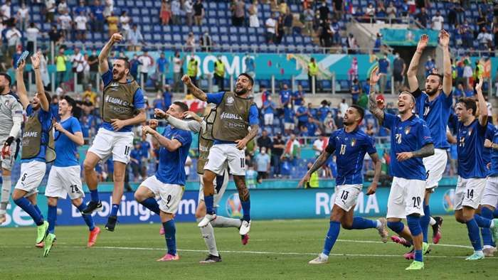 Italia merayakan keberhasilan mereka melaju ke babak 16 besar Piala Eropa. Sumber foto: Getty Images via Goal.com