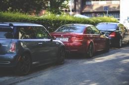 Tetangga parkir mobil depan rumah (Sumber: Pexels/Kaboompics.com)