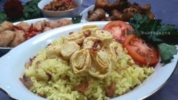 Yuk, bikin nasi kuning beserta ubo rampenya.   Foto: Wahyu Sapta.
