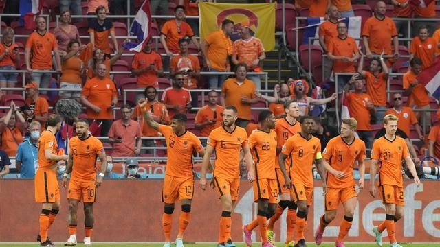 Pemain Belanda merayakan kemenagan atas Makedonia Utara 3-0 di partai terakhir grup C Euro 2020. Bola.com