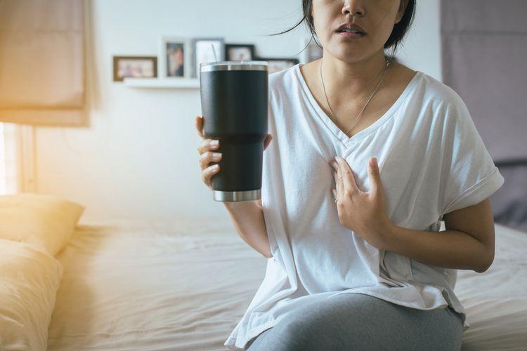 GERD Gejala yang tampak pada dada yang terasa panas (lifetyle.kompas.com)