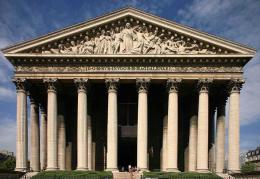 Bangunan La Madeleine di Paris (sumber: Ixrobba.wordpress.com)