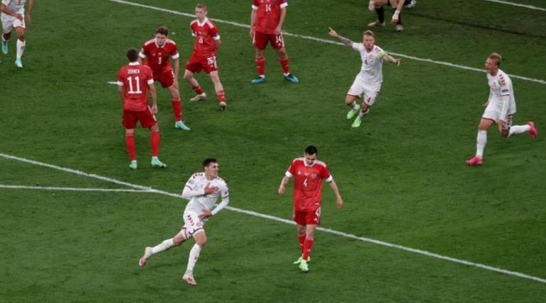 Denmark lolos dramatis ke babak 16 Euro 2020. (Foto: Getty Images/Hannah McKay - Pool)