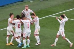 Selebrasi skuad Denmark untuk gol ke gawang Rusia, Euro 2020 (c) AP Photo