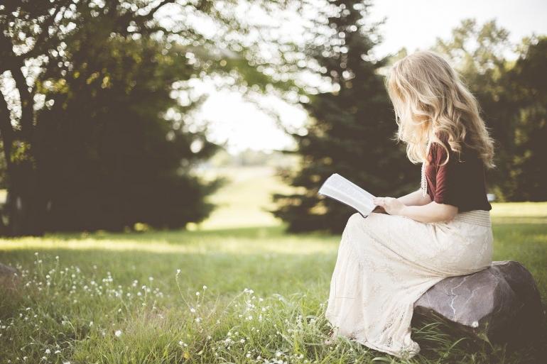 Membaca buku dengan asal hanya akan membuang-buang waktu kita yang berharga   Ilustrasi oleh Pexels via Pixabay