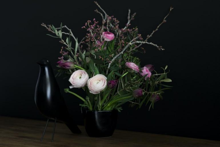 Menulis pada prinsipnya juga sama dengan seni merangkai bunga (unsplash.com/Nathalie Jolie)